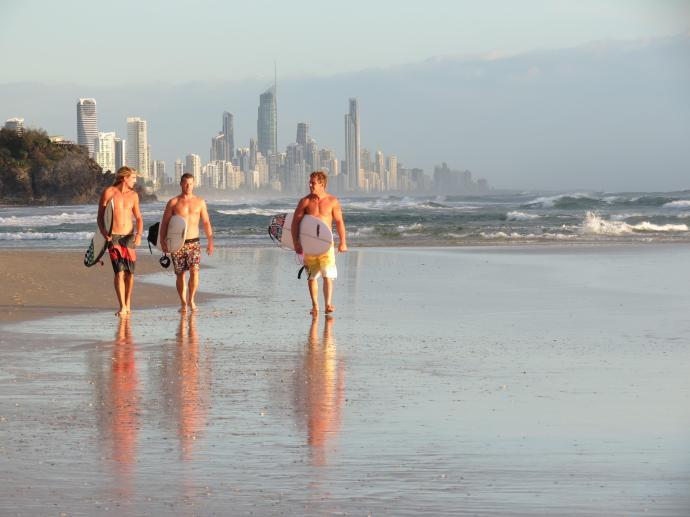 3 fit surfers