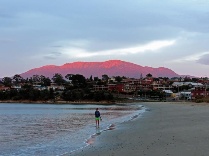 It must be a local to be paddling and to be wearing shorts as well...Mt Wellington looks like a miniature Uluru
