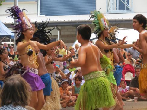 Island dancers