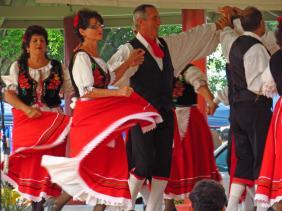 Italian singing and dancing group