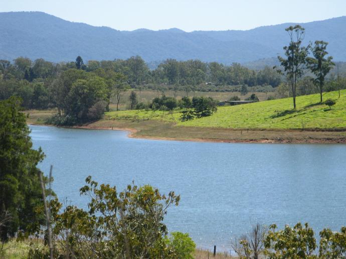 Tinaroo Lake