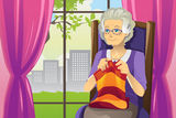 knitting-senior-woman-22986101[1]