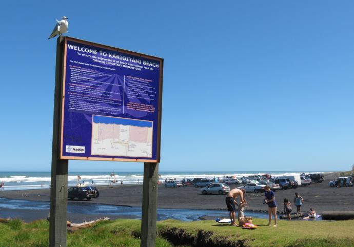The black sand beach of Kariotahi