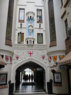 Entrance to London Court