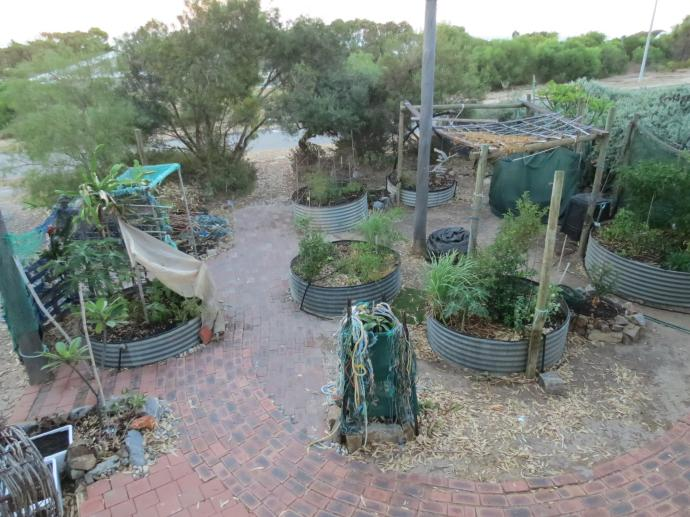 Gardening in the round
