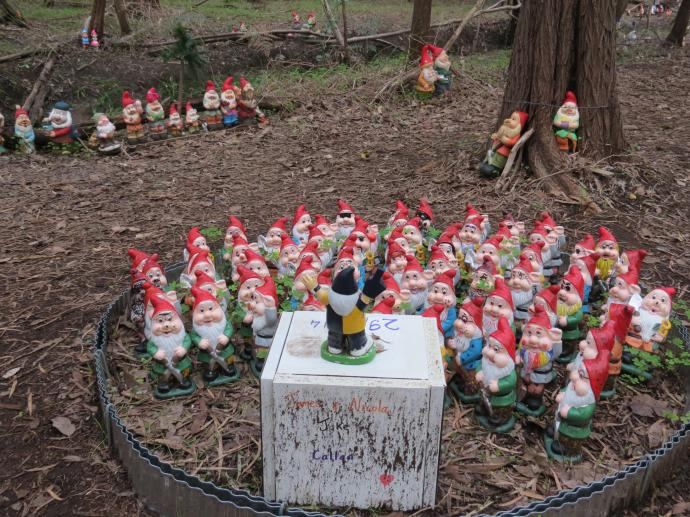 These gnomes have grouped together to form a choir