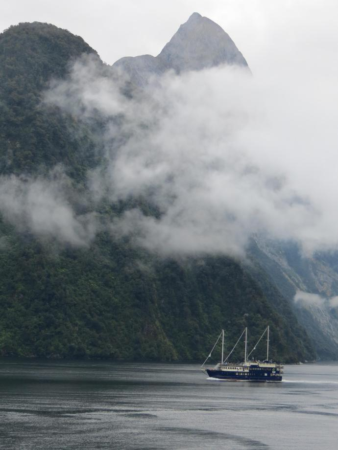cruise ship Milford Sounds pc 024_3000x4000