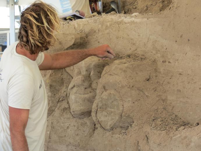 surfers sand sculpture lr-3_4000x3000